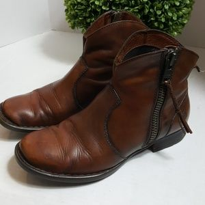 Born brown soft leather zip ankle bootie lined